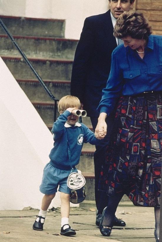 الأمير هارى أول يوم فى الحضانة