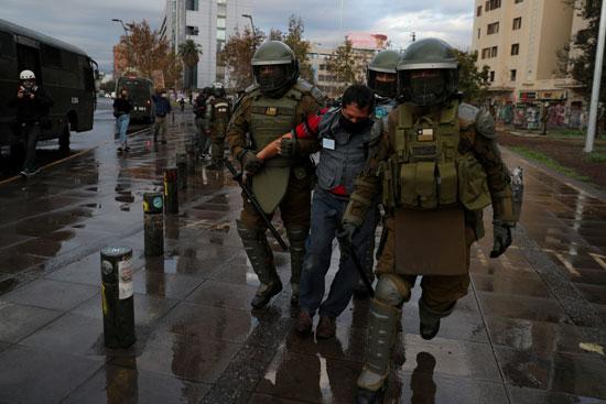 شرطة تشيلى تعتقل متظاهر