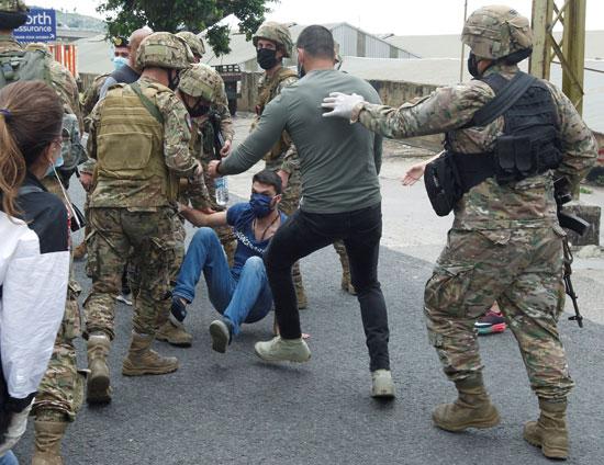 اعتقال متظاهر فى لبنان