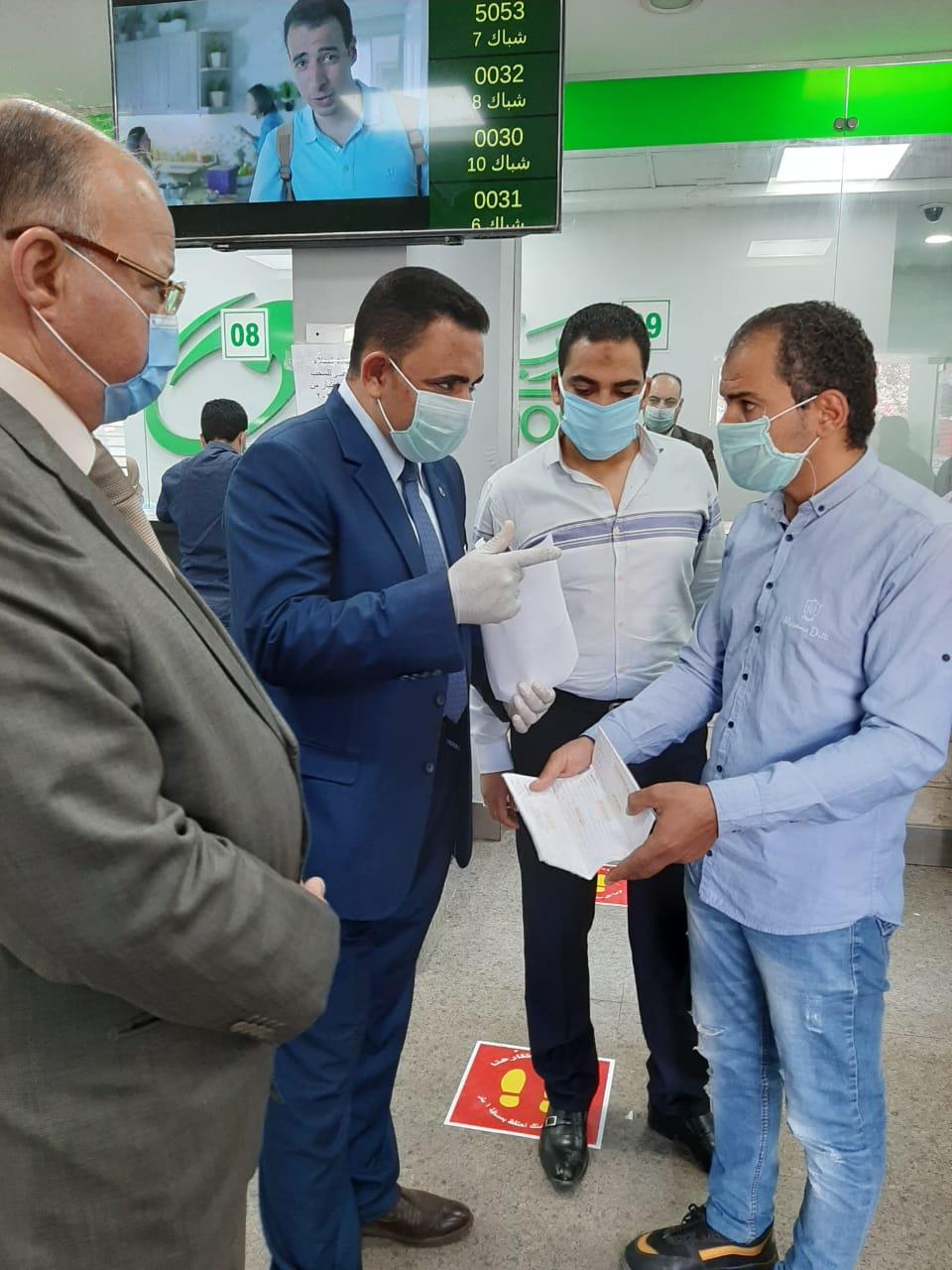 اللواء خالد عبد العال محافظ القاهرة يتفقد مكتب بريد العباسية (4)