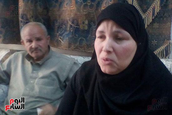 38259-والدة-الشهيد-هيثم-فتحى-البطل-الحقيقى-الذى-جسد-دوره-الفنان-محمد-عادل-إمام-(2)