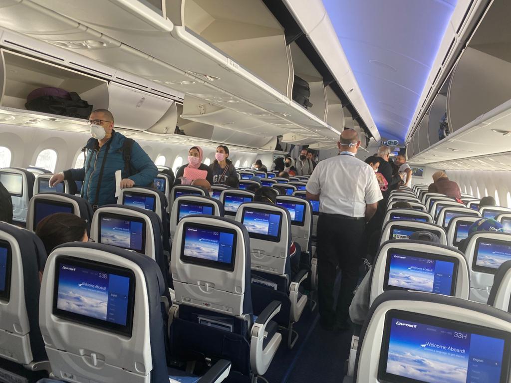 إقلاع طائرة مصر للطيران من واشنطن  (1)
