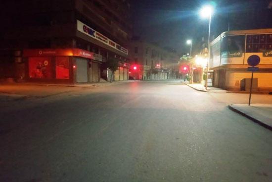 هدوء بمنطقة وسط البلد في الساعات الأولى من حظر التجول (2)