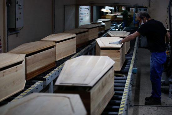 ازدهار صناعة النعوش فى فرنسا بسبب كورونا - اليوم السابع