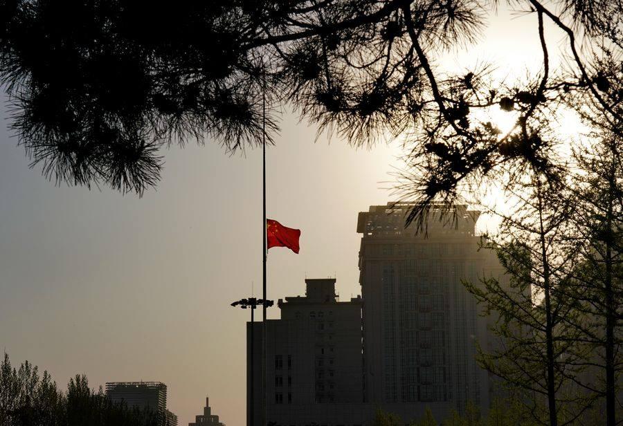 تنكيس العلم الوطنى فى الصين