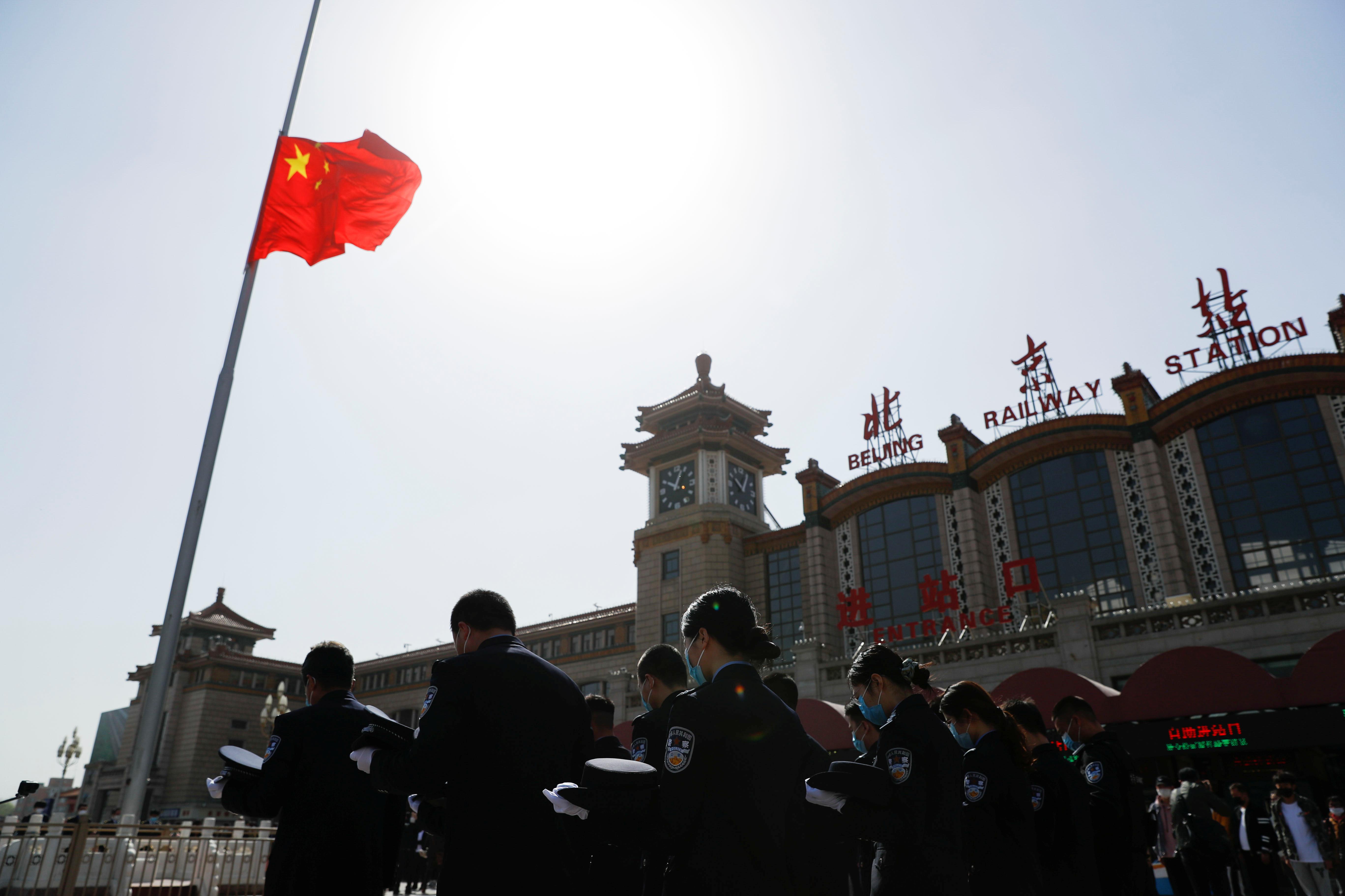 حداد وطنى وتنكيس الاعلام فى الصين بسبب ضحايا كورونا