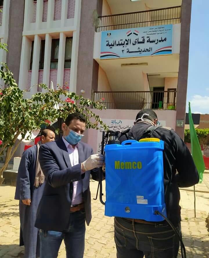 مشاركة المعلمين بتطهير المدارس والمؤسسات ببنى سويف (4)