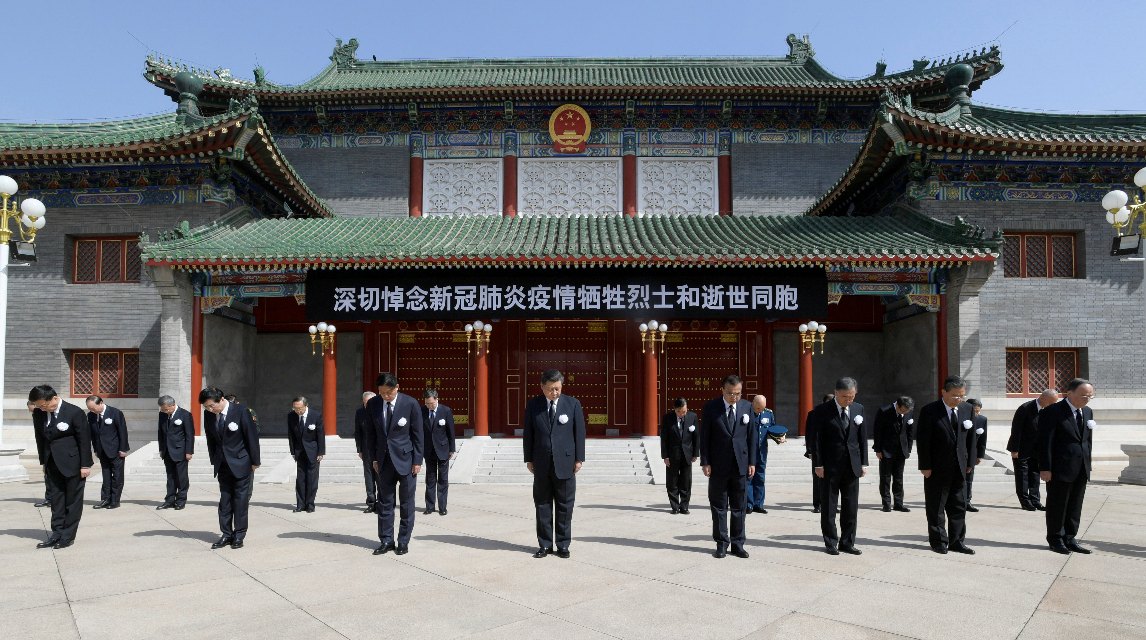 الرئيس الصينى وقادة الدولة  الحداد على  أرواح ضحايا كورونا