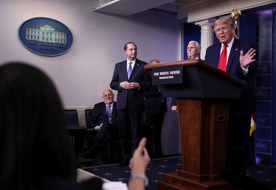 ترامب يتحدث للصحفيين