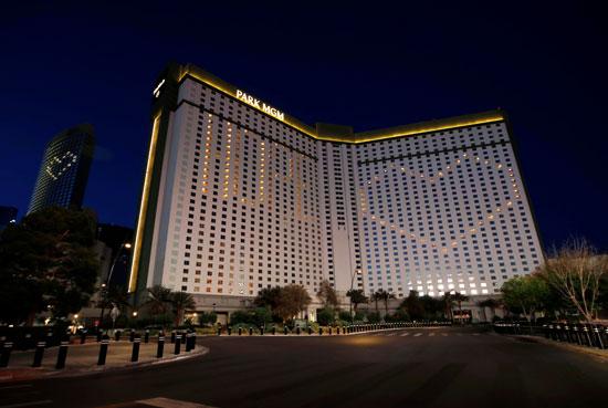 فندق يرسم قلب