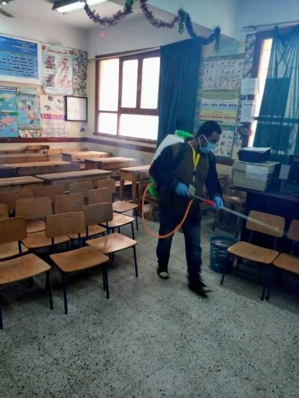 مشاركة المعلمين بتطهير المدارس والمؤسسات ببنى سويف (2)