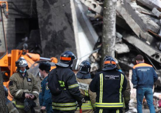 انهيار مبنى سكنى فى روسيا