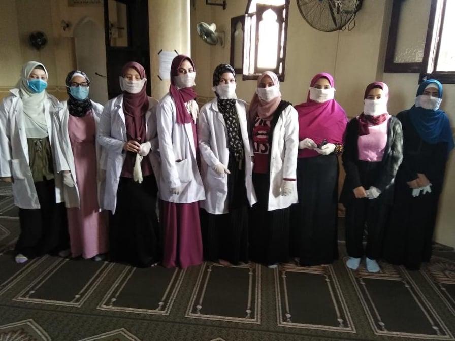 أطباء وممرضت أعضاء المبادرة