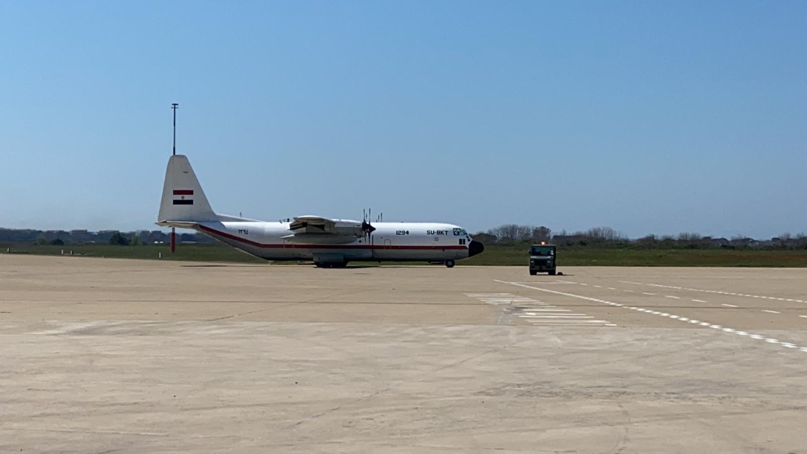 طائرتان عسكريتان تحملان مستلزمات طبية ومساعدات لإيطاليا (2)