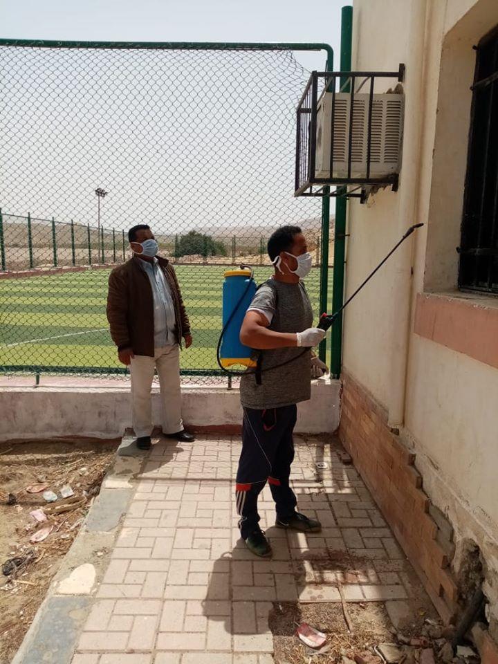 1 جانب من تعقيم مراكز الشباب والرياضة بالاقصر