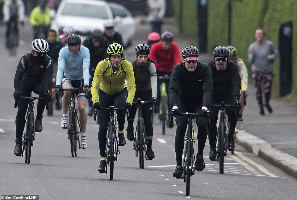 26801314-8186935-Cyclists_in_Regents_park_have_been_ignoring_the_government_s_soc-a-112_1586048851310