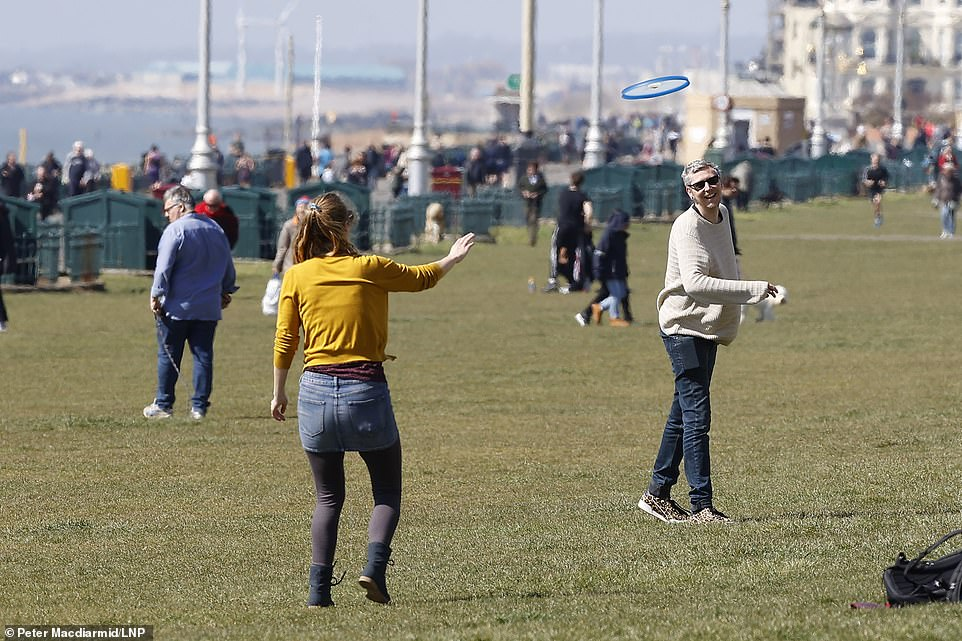 26803938-8186935-People_enjoy_the_sunshine_on_the_seafront_at_Brighton_West_Susse-a-113_1586048851311