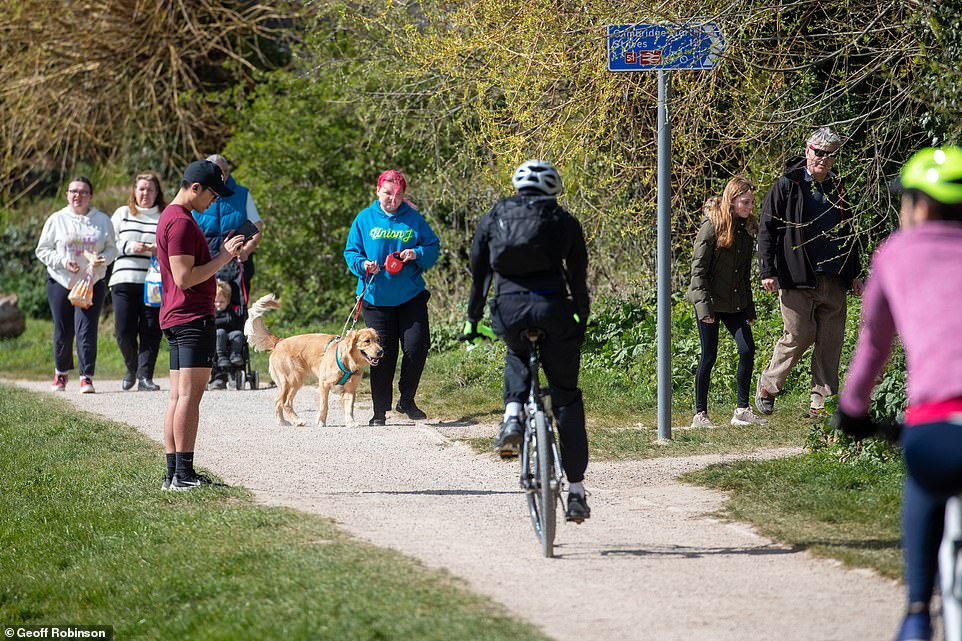 26803702-8186935-Cyclists_dog_walkers_and_pedestrians_were_all_exercising_along_t-a-33_1586001356359