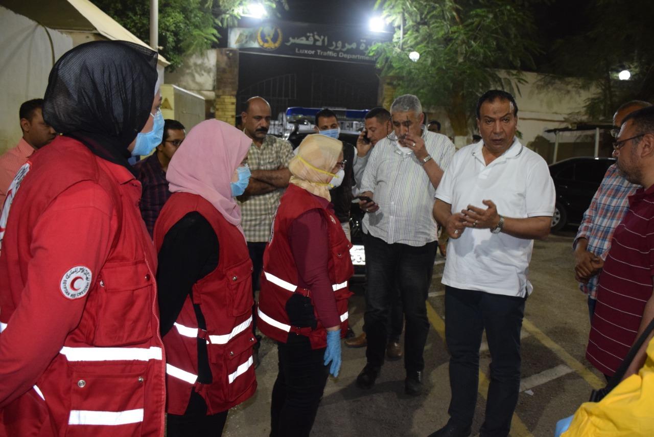 قياجات الاقصر يشيدون بحملات الهلال الأحمر للتعقيم ليلاً