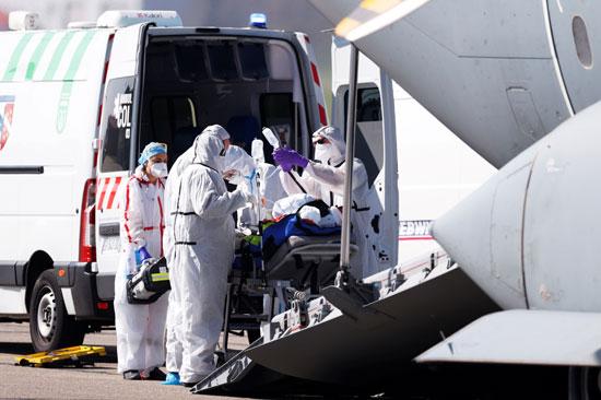 نقل مصابى فيروس كورونا من خلال الطائرات العسكرية بفرنسا