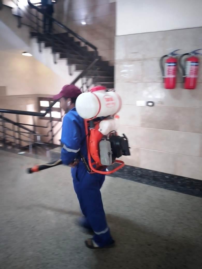 أعمال تطهير وتعقيم المحكمة والسنترال والبريد وبوابات مطار مطروح  (2)