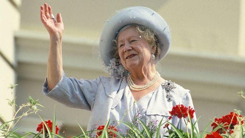 والدة الملكة اليزابيث