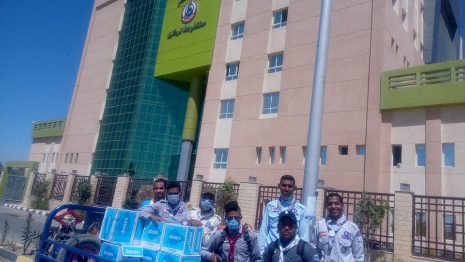 1 شباب الأقصر والكشافة البحرية يعقمون مبنى مستشفى إسنا للعزل الصحى