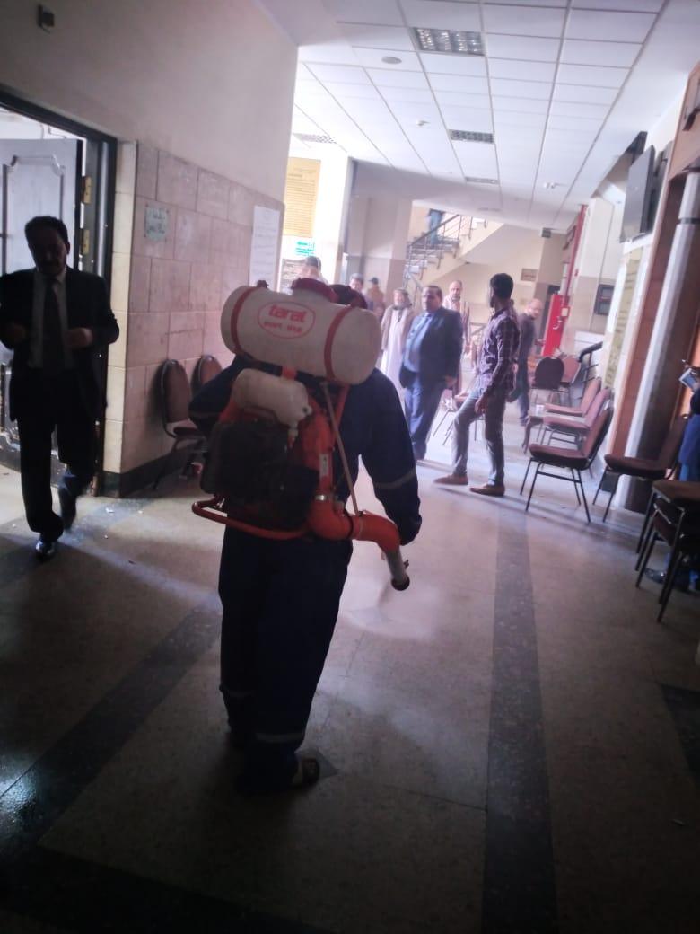 أعمال تطهير وتعقيم المحكمة والسنترال والبريد وبوابات مطار مطروح  (5)