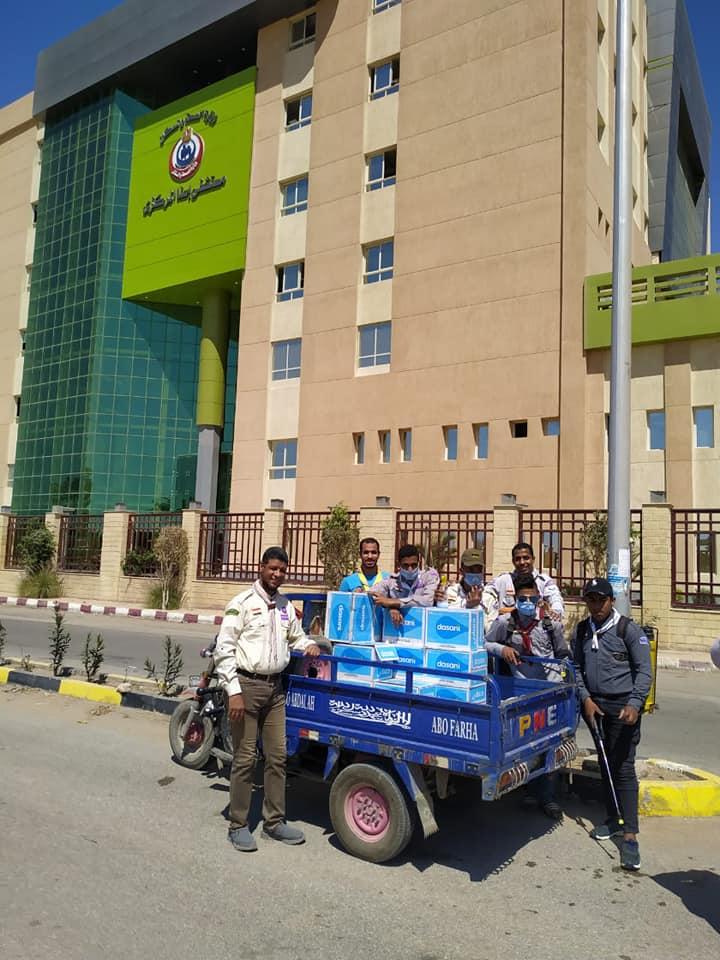 الشباب خلال تعقيم وتطهير مستشفى إسنا للعزل الصحى