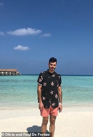 الزوج بأحد الشواطئ
