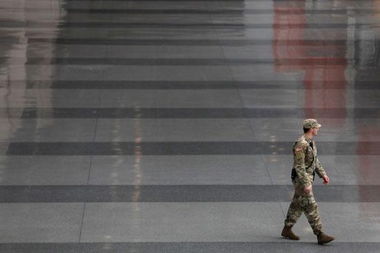 أحد عناصر الجيش الأمريكى فى نيويورك