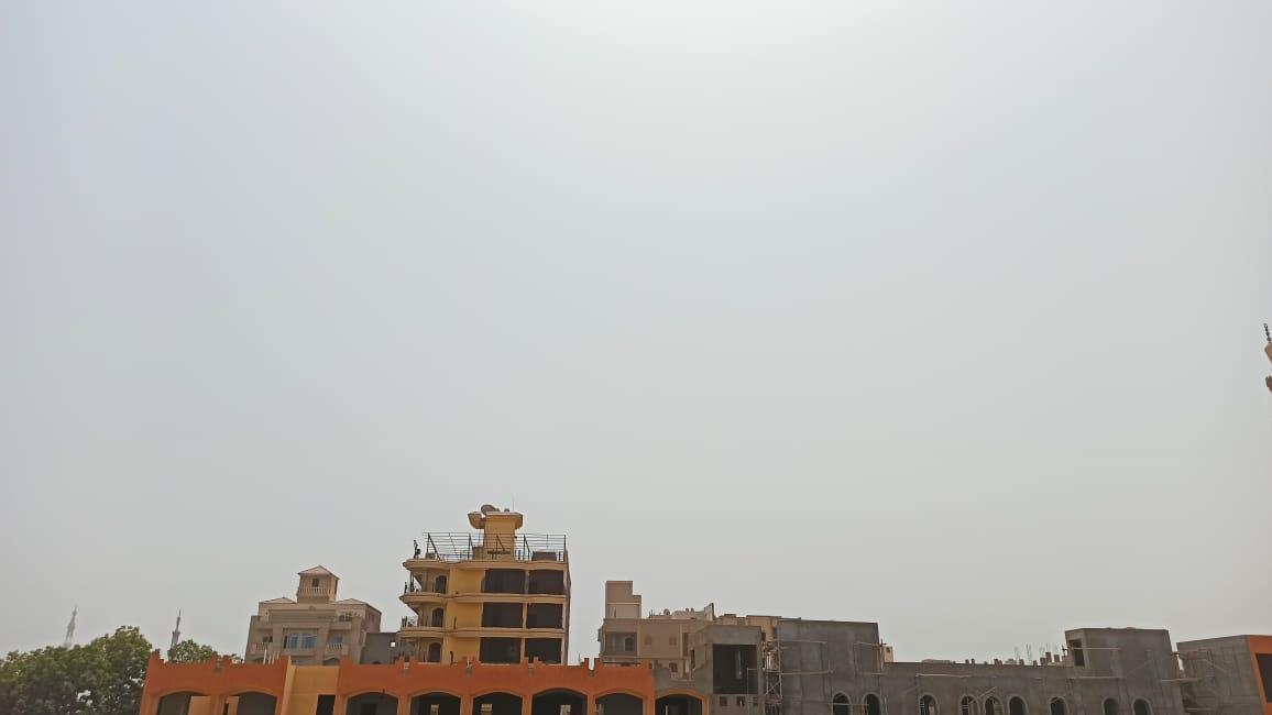 1 عاصفة ترابية وشبورة خفيفة تضرب سماء محافظة الأقصر
