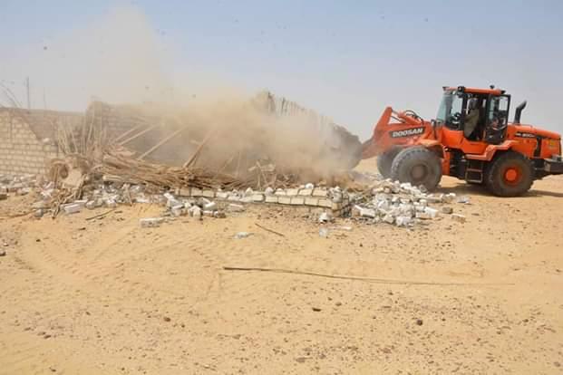 محافظ المنيا يقود حملة مكبرة لاسترداد أراضي الدولة (5)