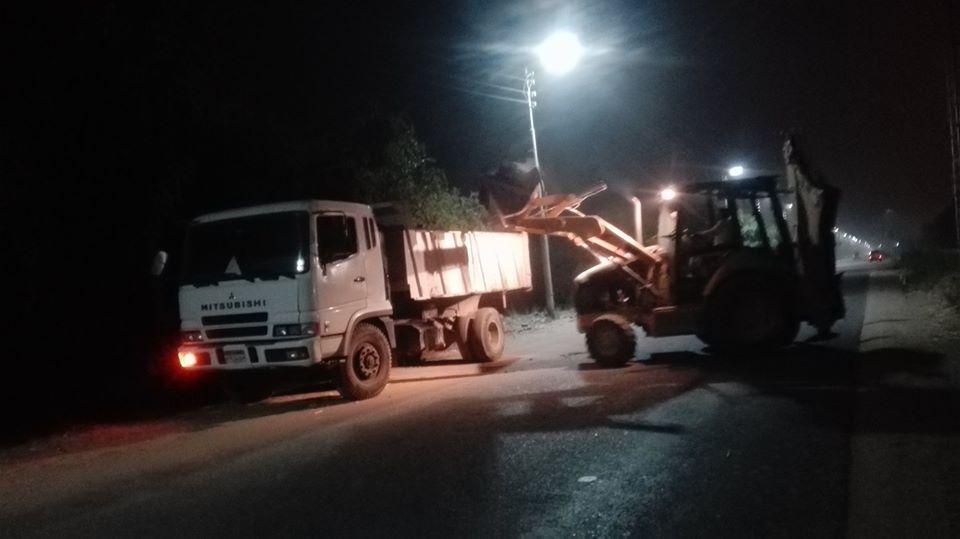جانب من رفع أطنان القمامة بشوارع إسنا