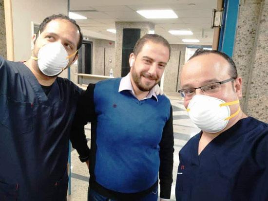 أحد المتعافين من كورونا بمستشفى العزل فى قها (1)
