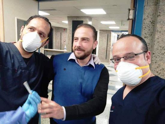 أحد المتعافين من كورونا بمستشفى العزل فى قها (2)