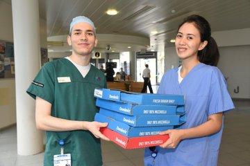 وجبات البيتزا مع الاطباء (2)