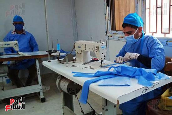 تصنيع-الكمامات-بجامعة-بنها-(4)