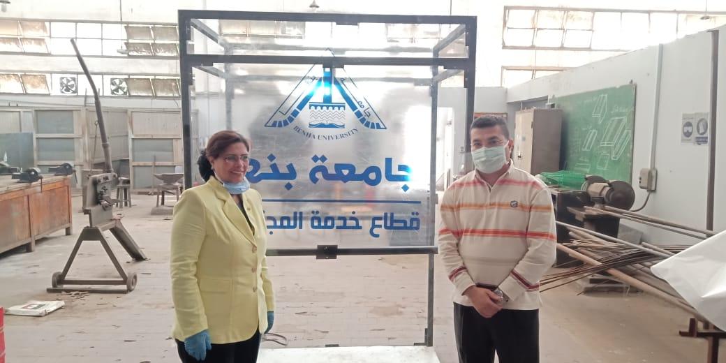 نائب رئيس جامعة بنها تتفقد أعمال تصنيع البوابة المعقمة
