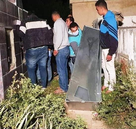أهالى قرية بولس كفر الدوار يعترضون على دفن مسن مات بكورونا (2)