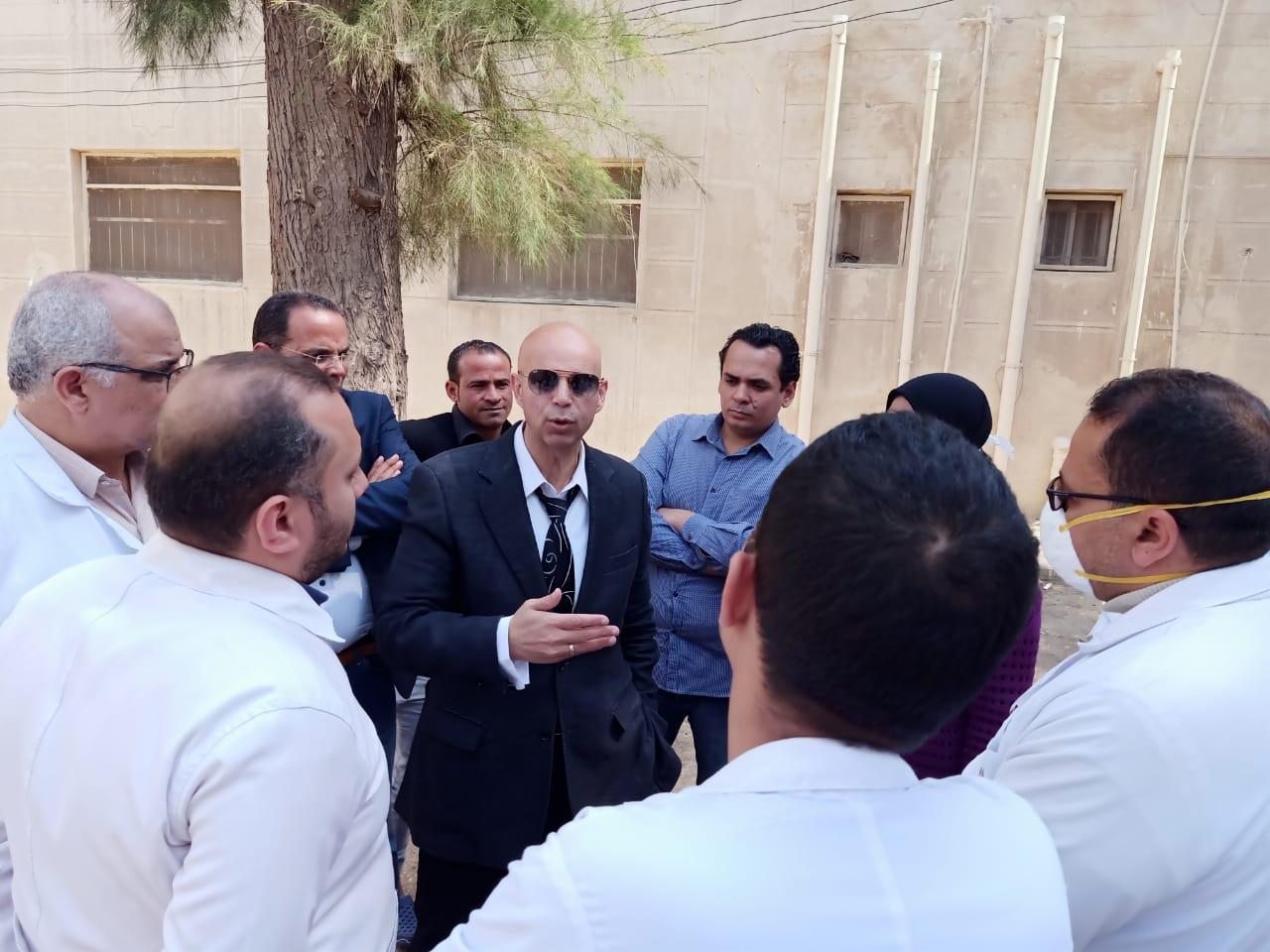 جانب من جولة وكيل وزارة الصحة بمستشفى الحميات (5)