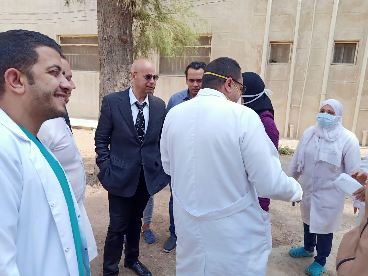 جانب من جولة وكيل وزارة الصحة بمستشفى الحميات (3)