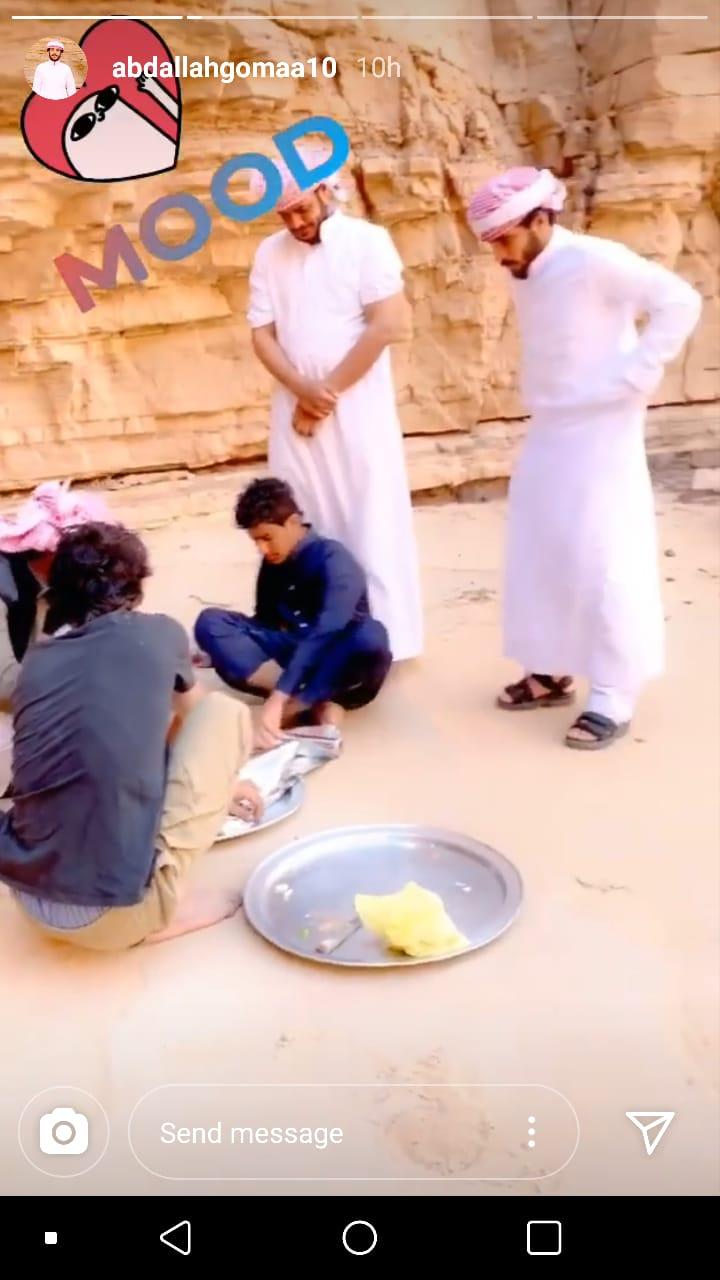 عبد الله جمةيشرف على اعداد الطعام