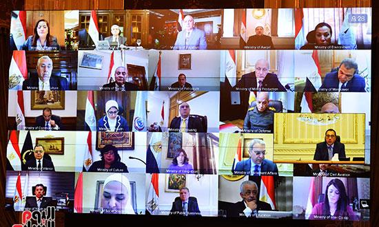 مجلس الوزراء عبر تقنية الفيديو كونفرانس (8)
