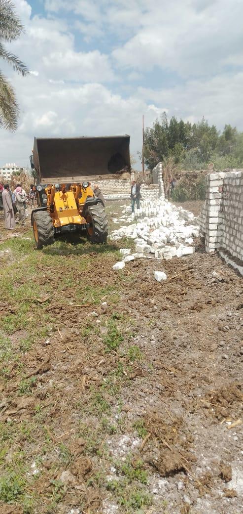 إزالة تعديات على الأراضى ببنى سويف (5)