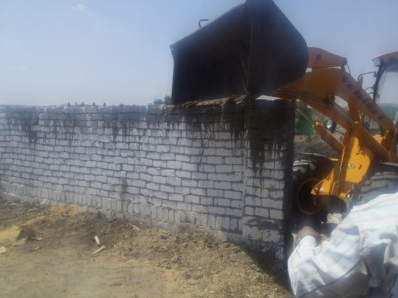 إزالة تعديات على الأراضى ببنى سويف (8)