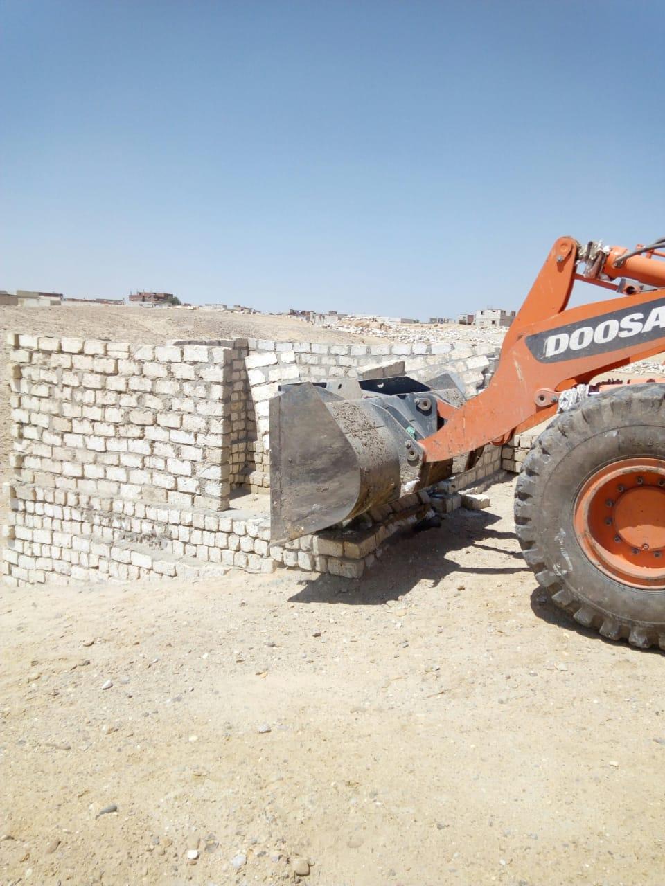 إزالة تعديات على الأراضى ببنى سويف (4)