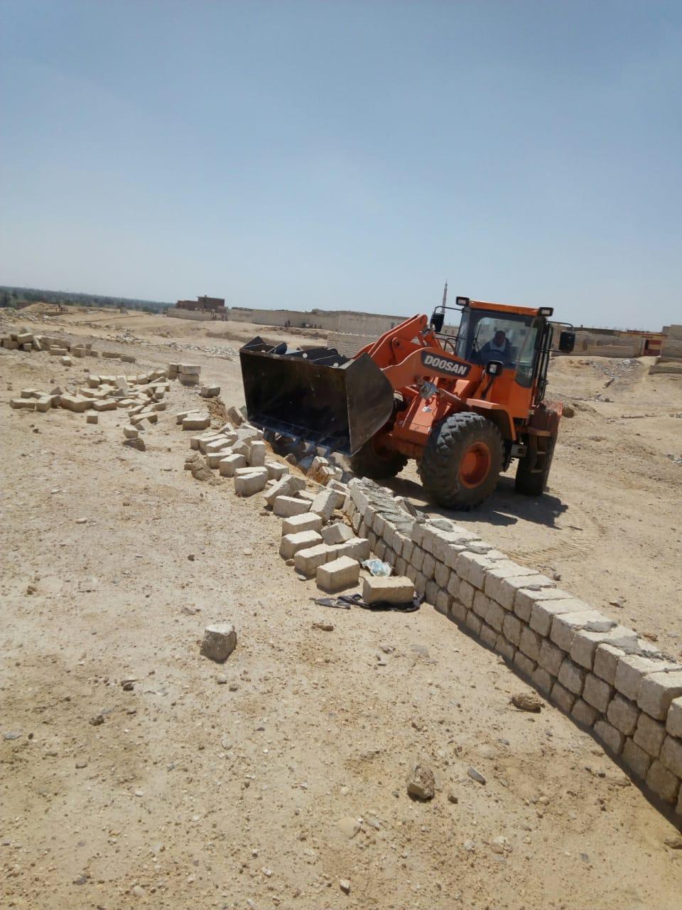 إزالة تعديات على الأراضى ببنى سويف (2)