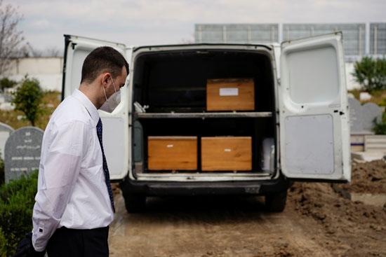 سيارة نقل جثامين الضحايا