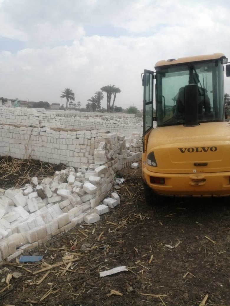 إزالة تعديات على الأراضى ببنى سويف (11)